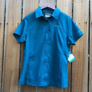 Columbia Omni Shade short sleeve button up top M